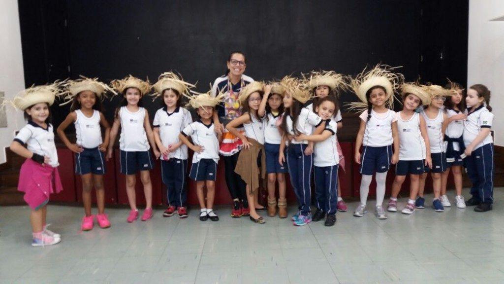 COLÉGIO SANTA MONICA – VIVÊNCIANDO A FESTA JUNINA NA EDUCAÇÃO FÍSICA – 1º AT – BONSUCESSO