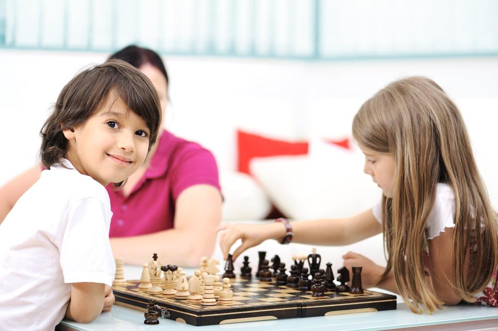 escola com aula de xadrez