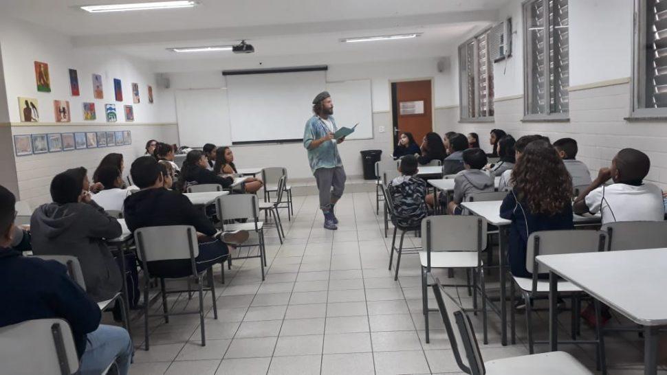 """LIVRO PARADIDÁTICO """"AS PERNAS DE PAU DE NICOLAU"""" – 5º AT"""