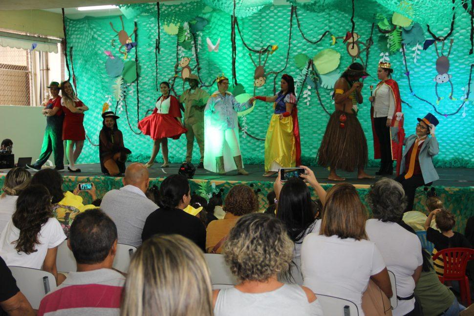 """MUSICAL """"OS CONTOS QUE A FLORESTA CONTA"""" –EDUCAÇÃO INFANTIL (M)"""